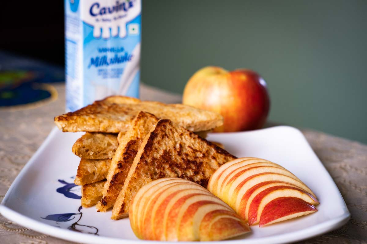 Scrumptious breakfast with French toast and apples